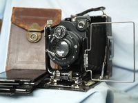 Ihagee 1/4 Plate Quality Vintage Cased Folding Camera c/w Dark Slides - Nice-